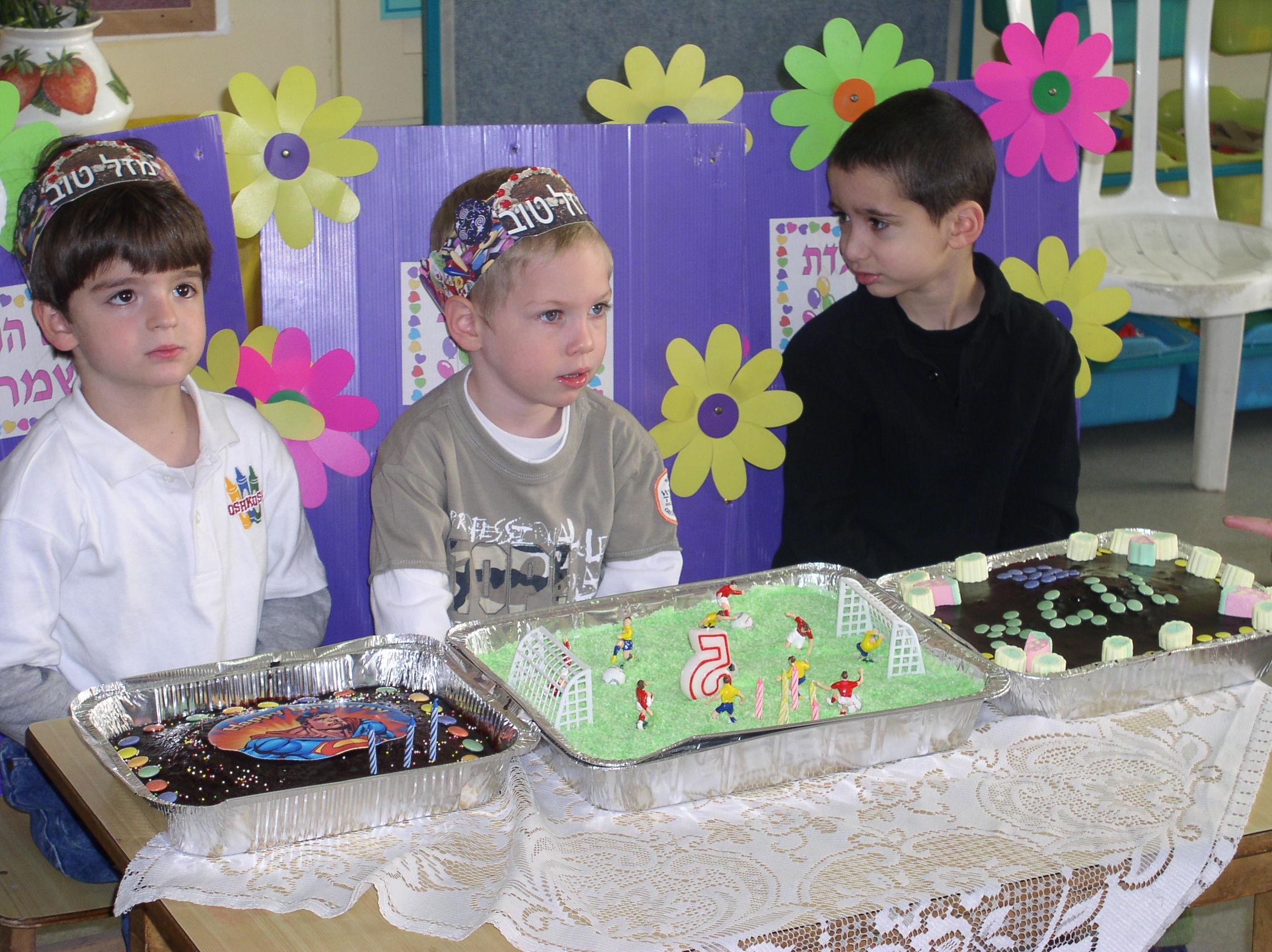 יום הולדת לדור בגן מיכל (מימין: אלון, דור ועידו)